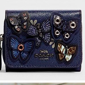 🦋NWT Small Trifold Wallet With Butterfly Applique
